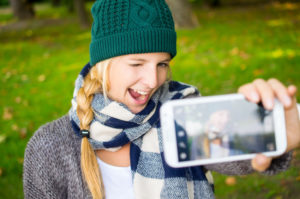 selfi-comment-se-prendre-en-photo-seul-en-voyage-maxitrips
